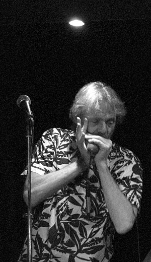 Örjan Hansson playing harmonica